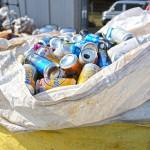 ワークジョイふじの実に集められた空き缶