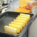 ホールケーキからのカット作業